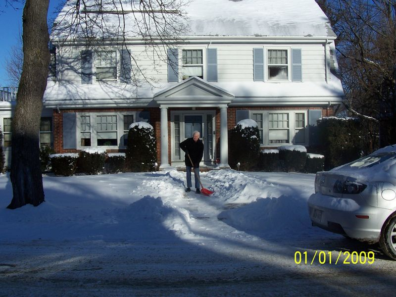 Bob shoveling snow 100_0558