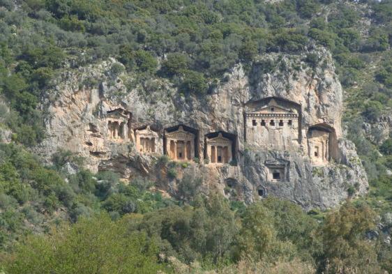 Rock tombs2