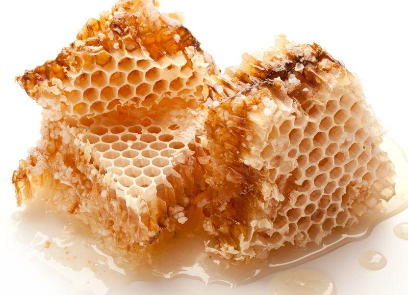 Honeycomb-closeup_Valentyn-Volkov_shutterstock