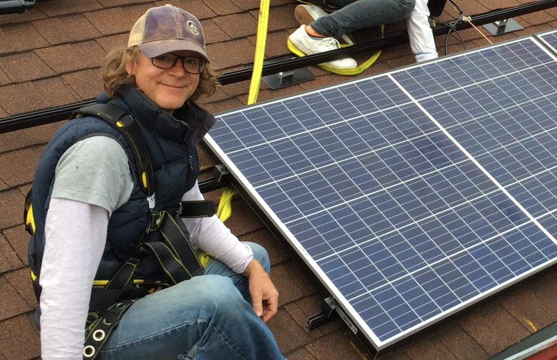 Photo%20San%20Mateo%20County%20resident%20installs%20rooftop%20solar%20panels