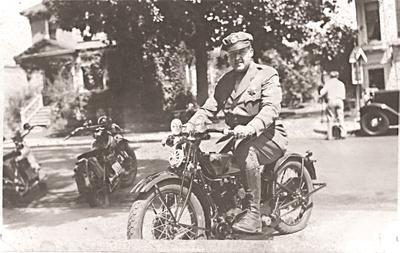 Bike_cop_1932_a1