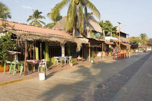 Mexico 23 Zipolite town